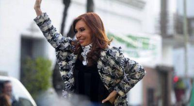 Mientras busca acercarse a Massa, Cristina manda a sus gurkas a hacer actos en las plazas