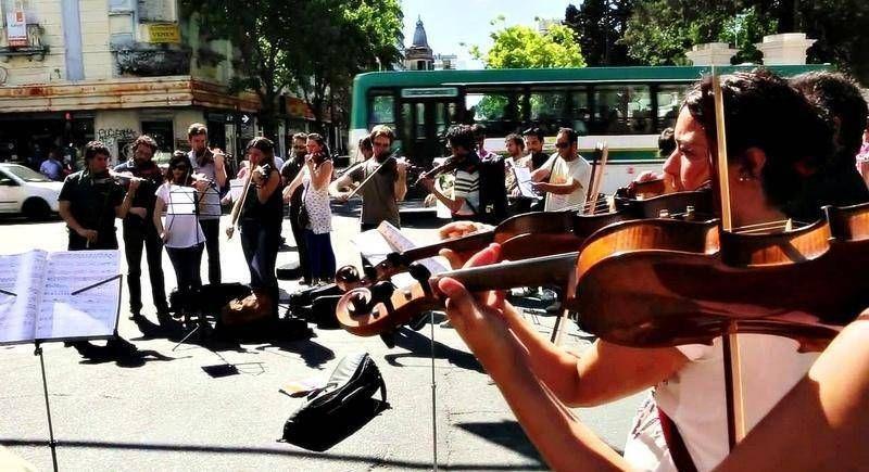 Los trabajadores del Teatro Argentino se levantan contra el decreto que suspende los pases a planta