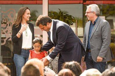 Zamora y Massa entregaron más de 500 anteojos a alumnos de Tigre