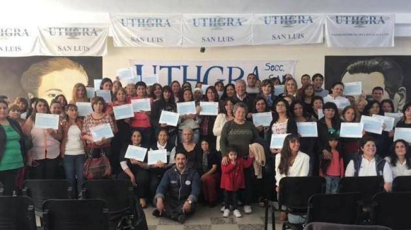 Beneficiarios del Plan recibieron certificados de la UTHGRA