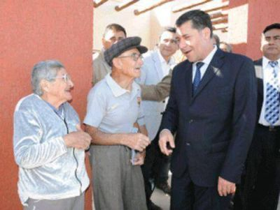 Casas inaugur� electrificaci�n rural en �ngel Vicente Pe�aloza