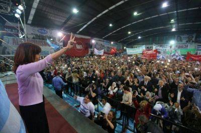 """CFK insiste con el Frente Ciudadano: """"Hoy Argentina no necesita discursos sino dirigentes"""""""