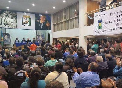 Intendentes, sindicatos y concejales en una fuerte muestra de unidad del Peronismo Platense