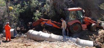 La Municipalidad de Esquel realiza tareas de enripiado y apertura de caminos en Alto Río Percy