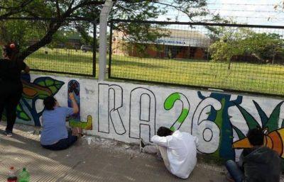Estudiantes de Bellas Artes pintan un mural en Radio Nacional