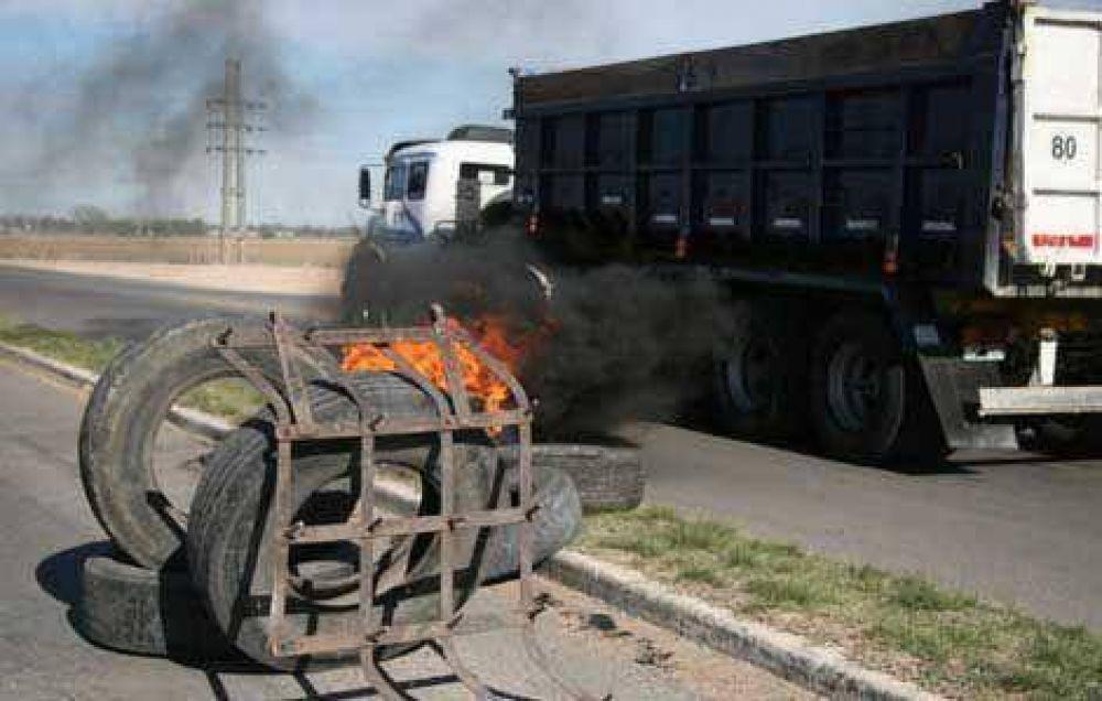 Ruralistas demoran el tránsito en la ruta.