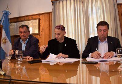 Bergman y Weretilneck firmaron convenios para trabajar en incendios, residuos y saneamiento