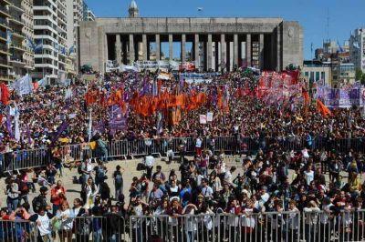 Con una masiva participación comenzó el Encuentro Nacional de Mujeres en Rosario