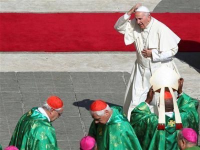 El Papa le da poder a la
