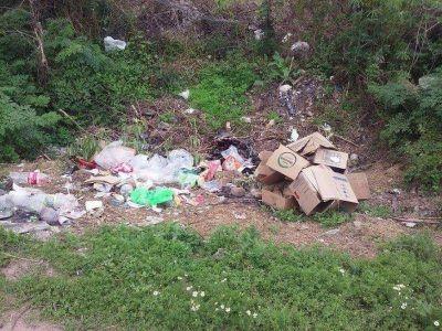 Quejas por basural en el barrio Santa Elena