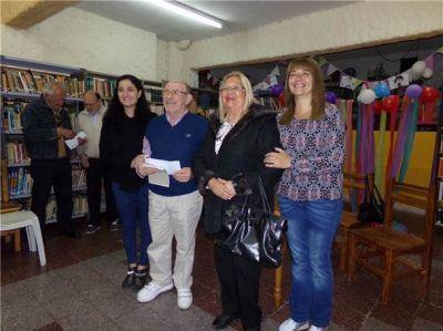 Sandra Santos entregó subsidios en nombre de Manuel Mosca