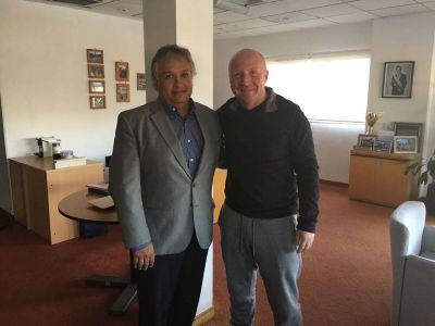 Bosetti se reunió con Mac Allister y gestionó cancha de hockey