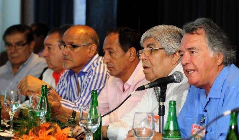 """Barrionuevo le pide a Macri un bono por decreto """"para todos"""" los gremios"""