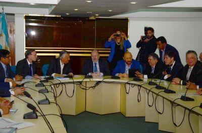 Insfrán asiste a nueva reunión de gobernadores en la sede del CFI