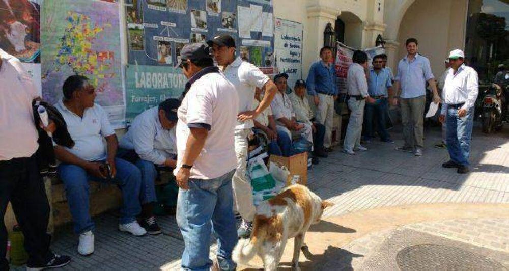 Trabajadores del Inta se manifestaron por temor a perder sus fuentes laborales