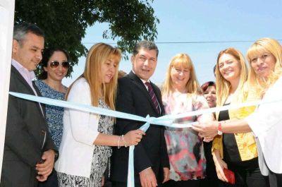 Casas inauguró la casa de la mujer