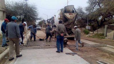El programa de pavimentación llega a barrios de Clodomira