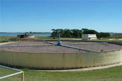 Guerra entre Junín y Chacabuco por la contaminación del río Salado con desechos cloacales