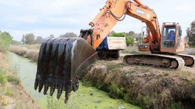 Limpiar 23 kilómetros de canales, desafío interminable