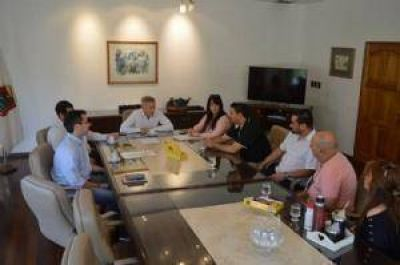 Avil�s recibi� a la primera comisi�n que tiene el centro vecinal de Las 400 Viviendas