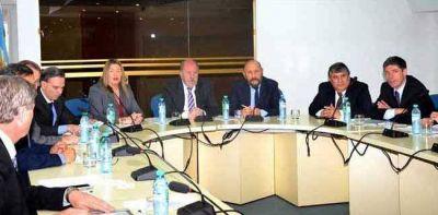 Verna participó de una reunión con gobernadores y legisladores en el CFI