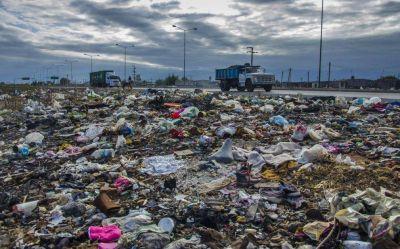 Cada vez m�s espacios p�blicos colapsan de basura en la ciudad