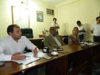 Cuestionan a Jalile por doble aumento a sus funcionarios