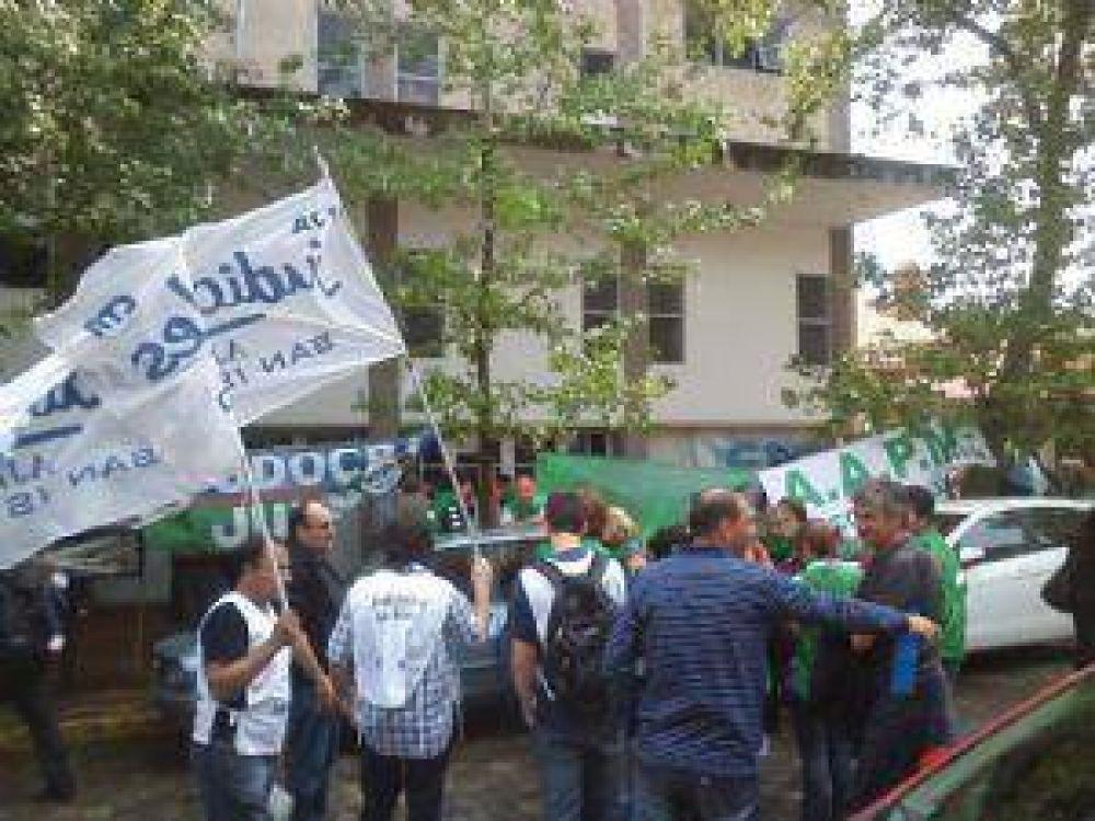 Los judiciales protestan frente al Tribunal del Trabajo