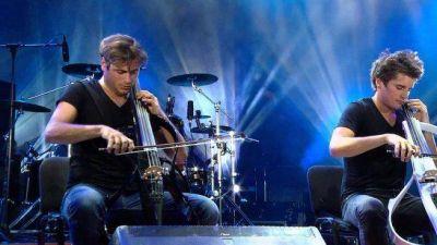 El dúo croata 2Cellos hizo vibrar al público argentino