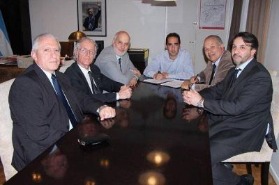 Tagliaferro firm� convenios con la Universidad Nacional de La Matanza