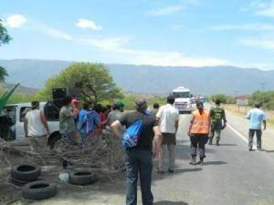 Municipales de Valle Viejo volvieron a cortar la ruta