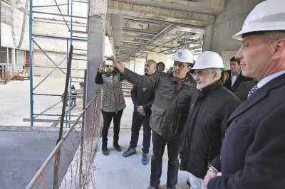 El gobernador recorrió obras que se construyen en esta ciudad