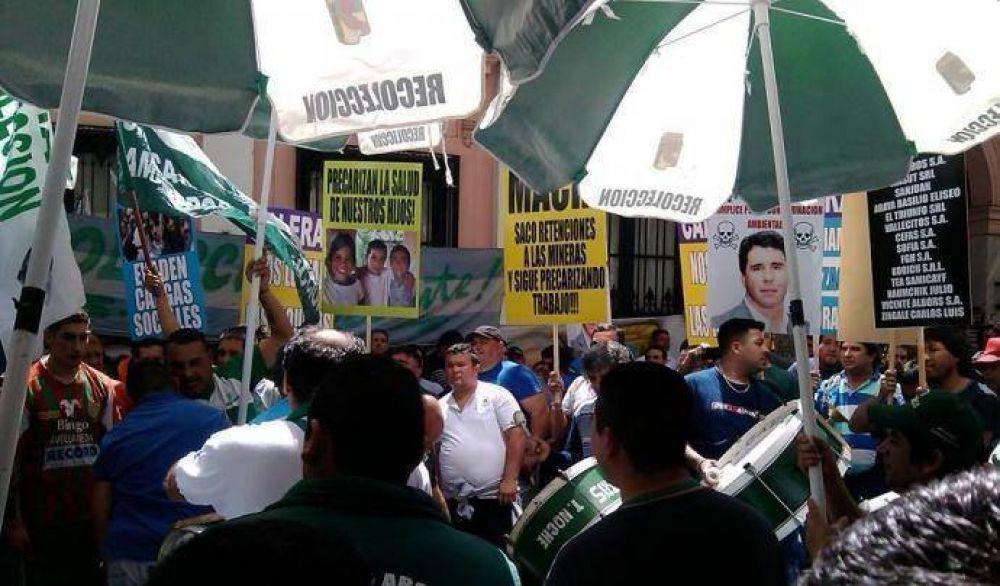 Camioneros denunció explotación laboral en empresas caleras de San Juan