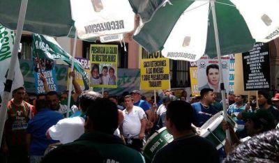 Camioneros denunci� explotaci�n laboral en empresas caleras de San Juan