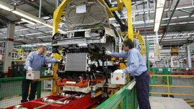 En el primer semestre se redujo el empleo privado en 118.079 personas y cerraron 6.100 empresas