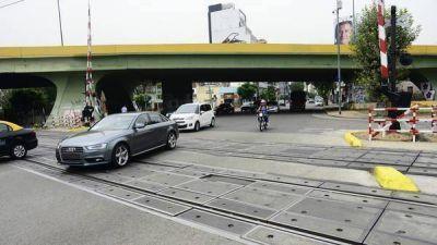 El tren San Martín correrá elevado hasta La Paternal y sacarán 11 barreras