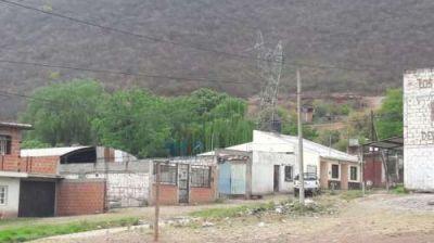 Aguas del Norte paralizó sus obras en Floresta y los vecinos estallaron de bronca