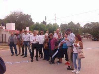 Avil�s inaugur� junto a vecinos el adoquinado en barrio La Quinta