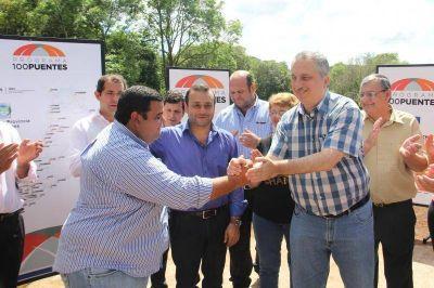 """Passalacqua puso en marcha el Programa vial """"100 puentes"""""""