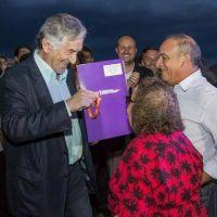 El gobernador entreg� viviendas a 38 familias afectadas por las inundaciones en Luj�n