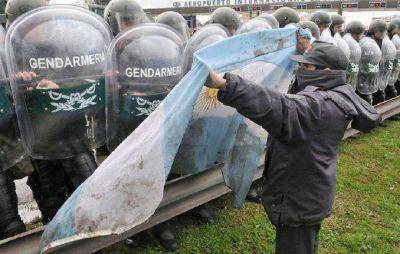 Denuncian que el gobierno usa a Gendarmería para espiar organizaciones sociales