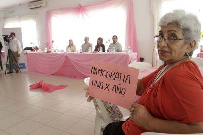 Salud concientiza a la población sobre la detección del cáncer de mama