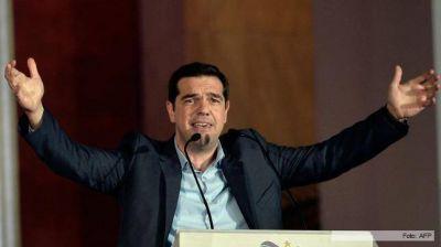 Un reforzado Tsipras saldr� a negociar el rescate de Grecia