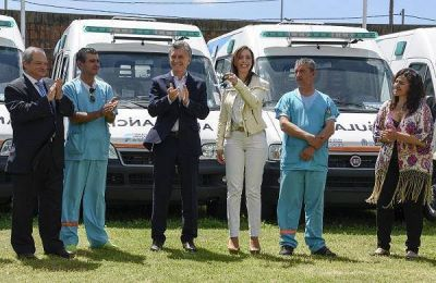 Macri entreg� cuarenta ambulancias para la provincia de Buenos Aires