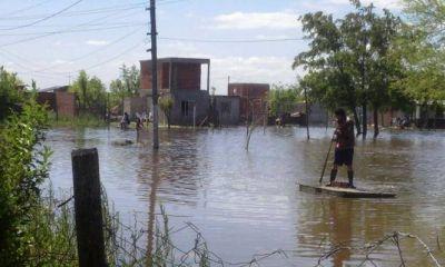 Inundaciones: Vecinos aseguran que tienen el agua dentro de sus casas y el Municipio no los ayuda