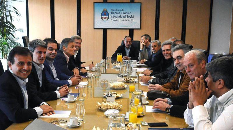 El Gobierno define el bono de fin de a�o en una reuni�n con la CGT y empresarios