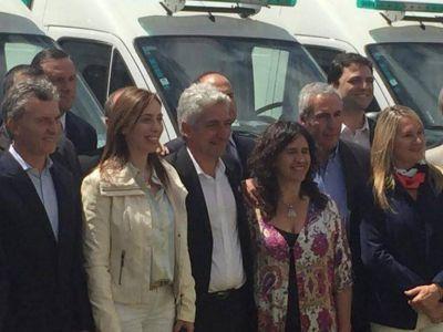 Antonijevic junto a Macri y Vidal en la entrega de ambulancias a la provincia