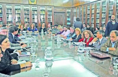 Reabren la discusi�n salarial con los estatales bonaerenses