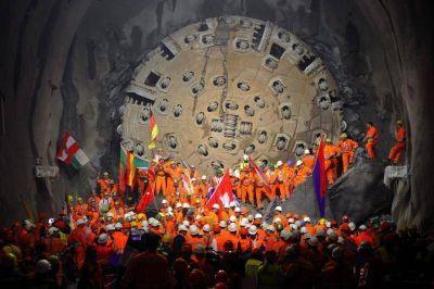 En La Plata se exhibe una muestra sobre el túnel más largo del mundo hecho por un ingeniero de la UNLP