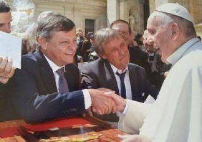 Peppo asiste a misa de Francisco